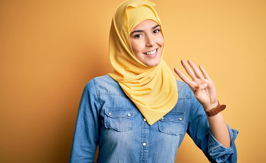 Woman holding up 4 fingers